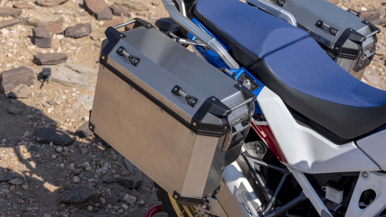 Honda Africa Twin Adventure Sports, zoom on panniers